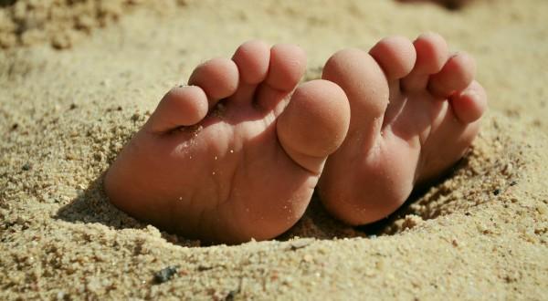 Beachsocken oder Neoprensocken halten beim Beachvolleyball die Füße warm